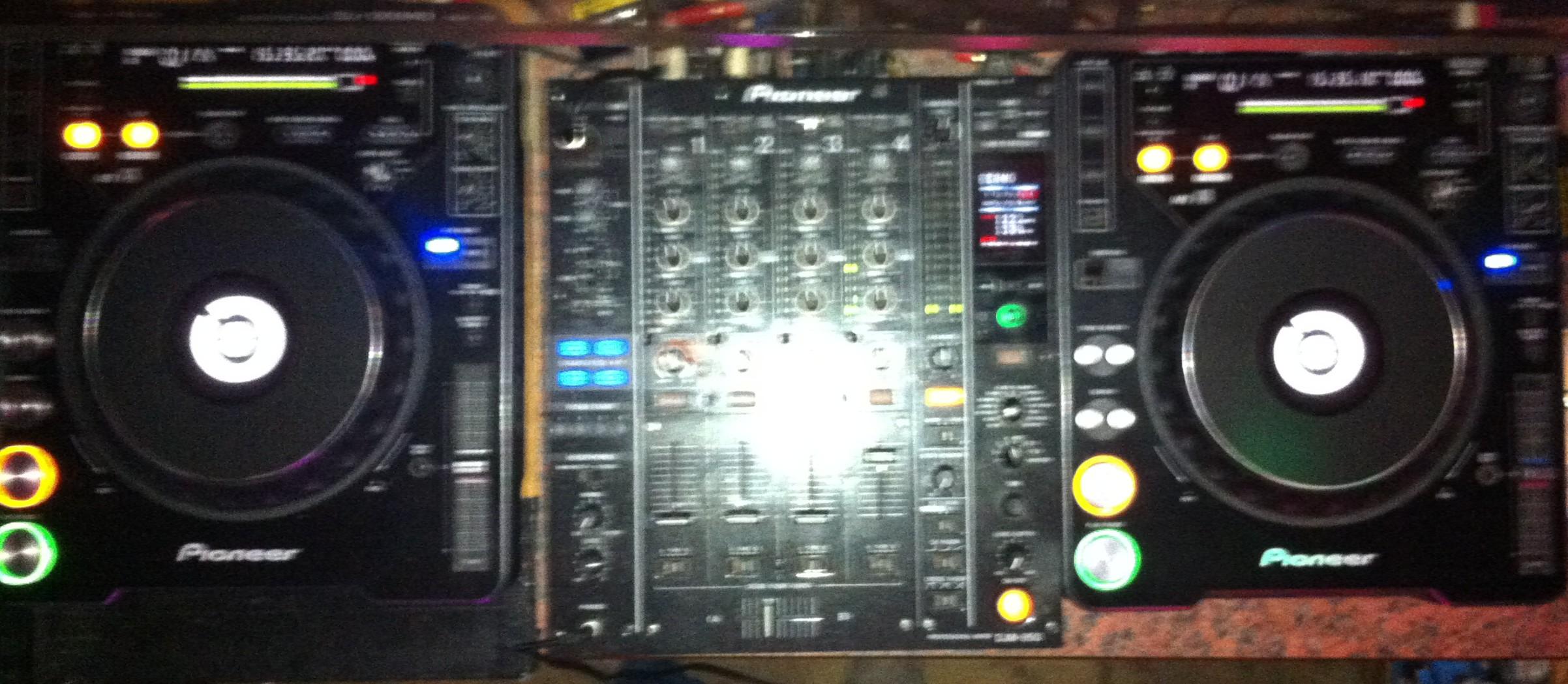 1x Pioneer DJM 850 und 2x CDJ 1000